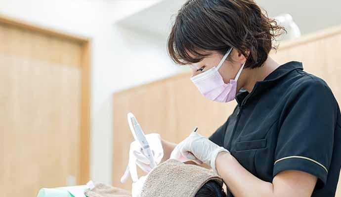 歯科衛生士の治療風景