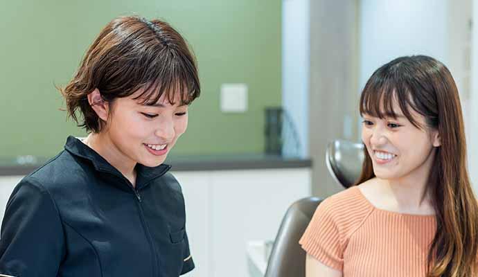 15時~ 歯科衛生士が定期検診をしている